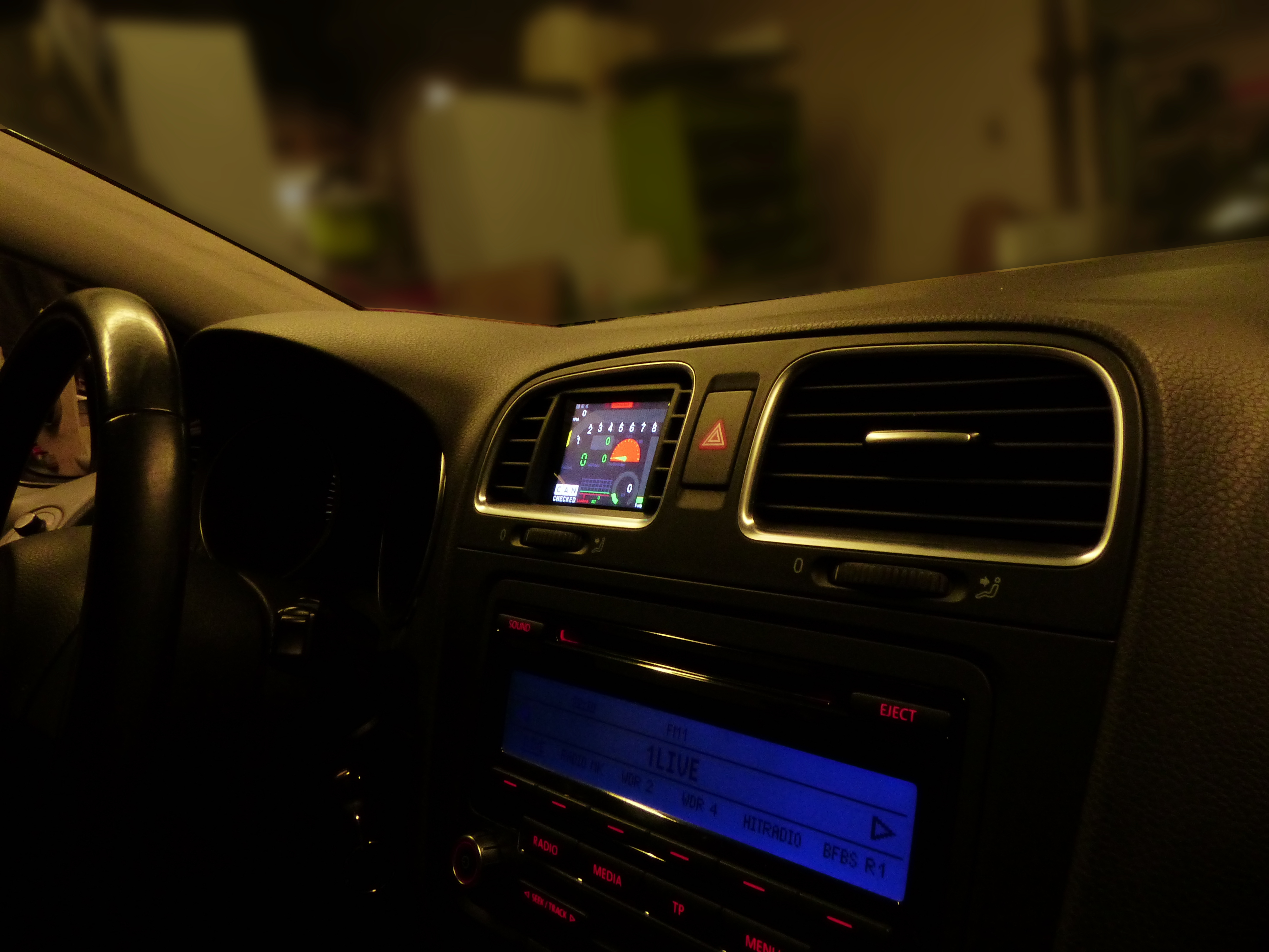 VW Golf MK6 GTI R display