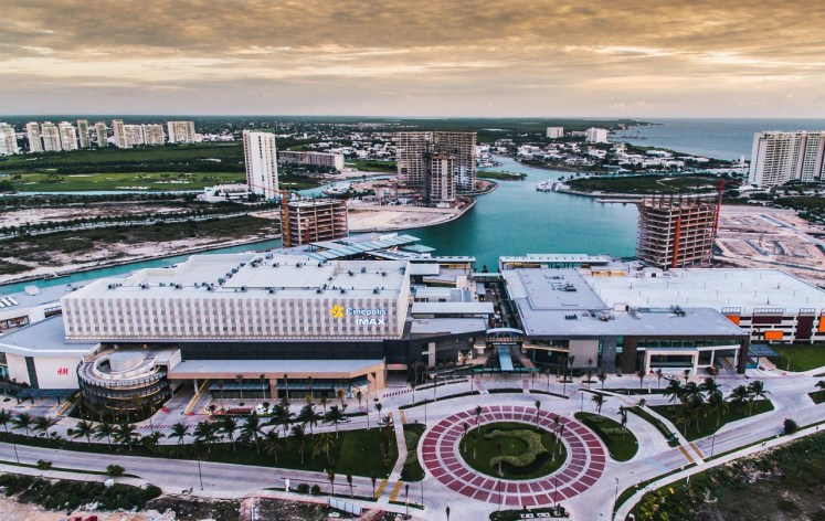 Marina-Town-Center-cancun