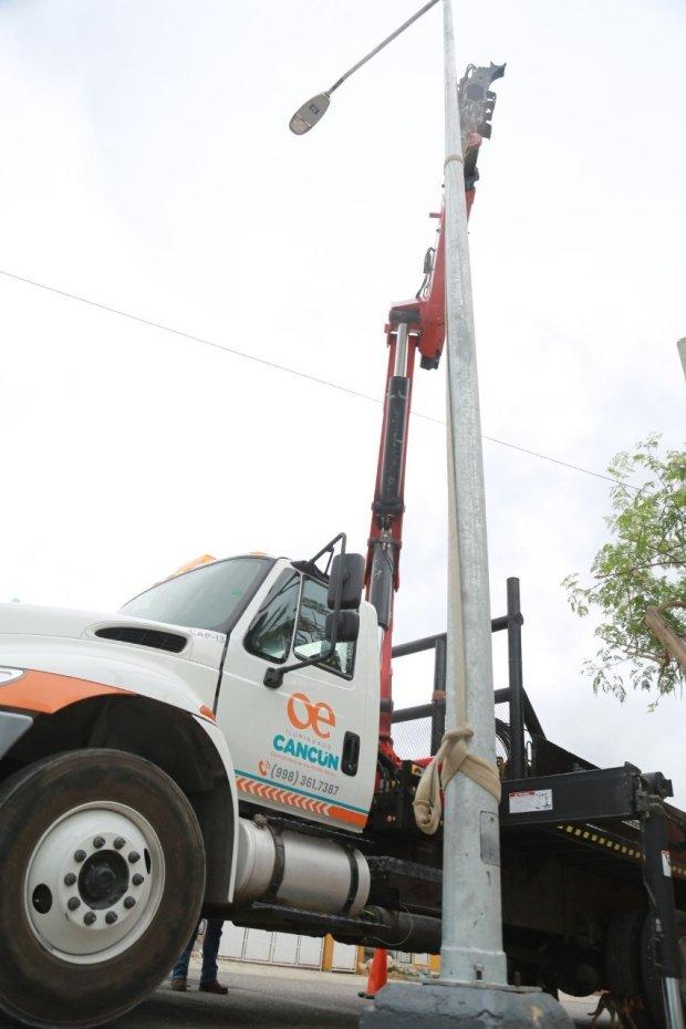 c5770f159050 ... postes para luminarias, el cual dio como resultado la sustitución de  166 postes de acero a galvanizado en el fraccionamiento Hacienda Real del  Caribe.