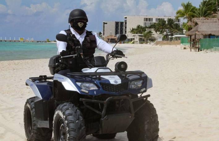 policia solidaridad patrullaje en la playa