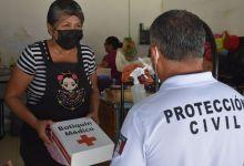 Photo of Entregan botiquines de primeros auxilios a comerciantes en Isla Mujeres