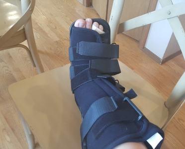 Cast walking boot broken foot.for broken ankle compensation