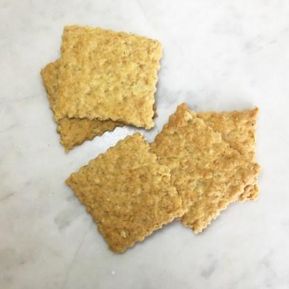 spröda havrekex till ost och marmelad