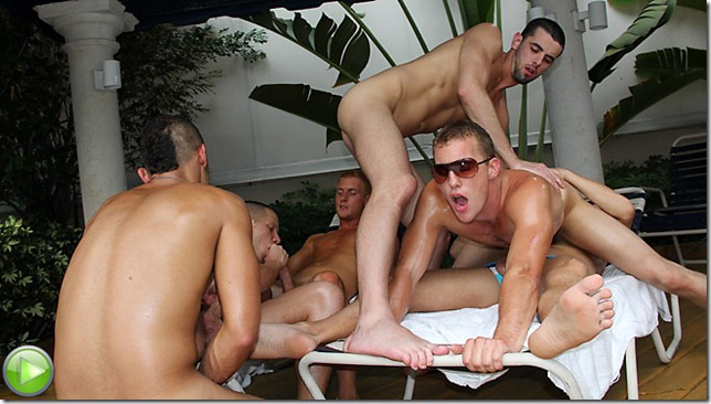 Crazy orgies in gay-only saunas and clubs 1