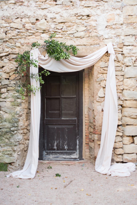 wedding ceremony decor photo by Mireia Cordomi
