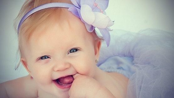 mutlu-kiz-bebekler