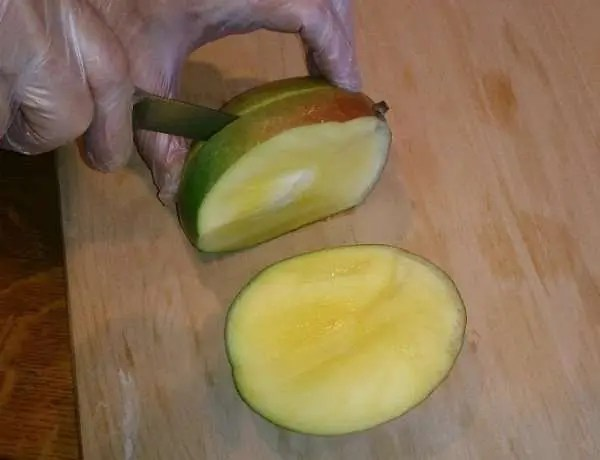 Marijuana and Mangoes: Cutting a Mango
