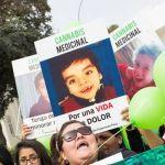 Peruanos marchan por Lima para pedir la legalización del uso medicinal de la marihuana