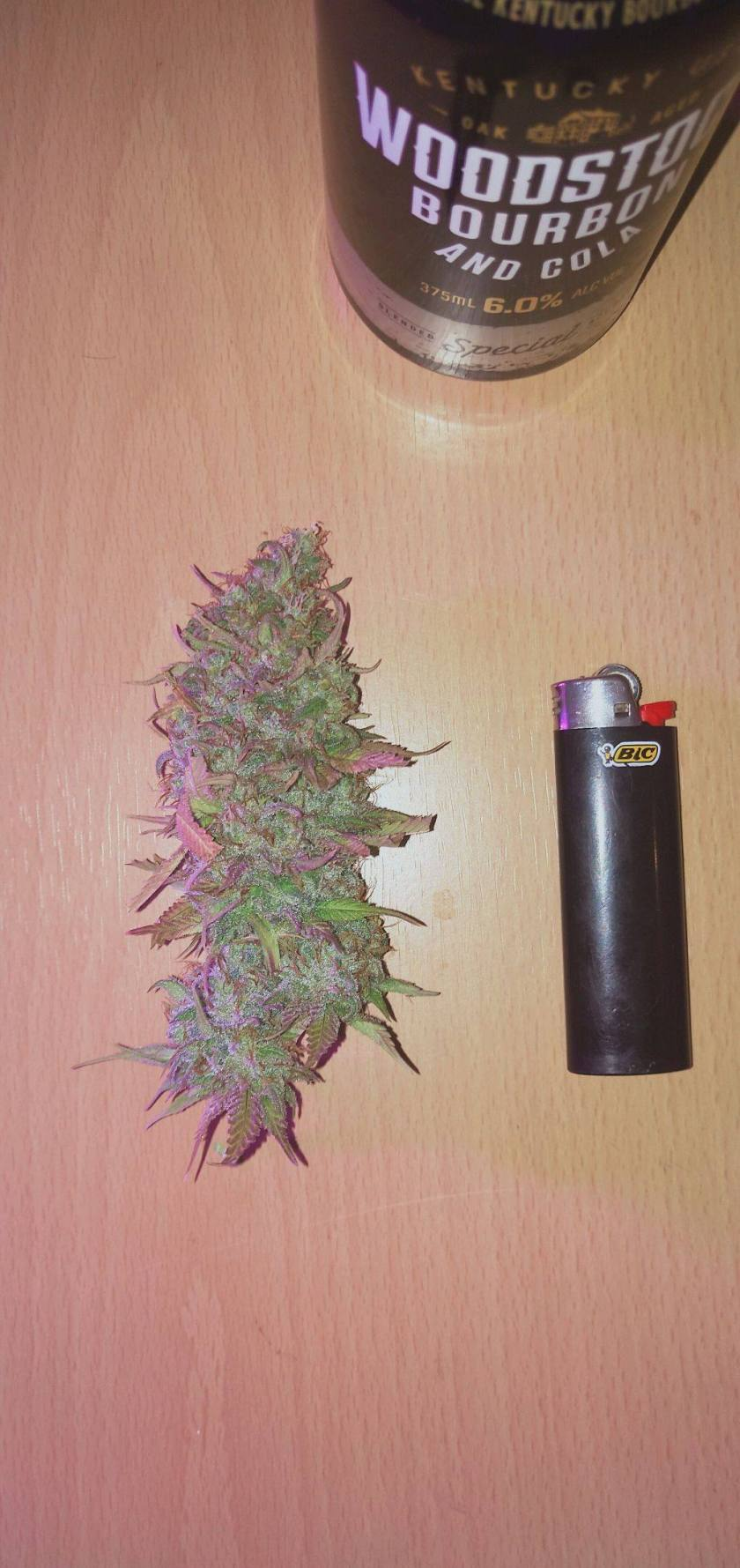 Strawberry kush from ILGM grown indoors bud pic