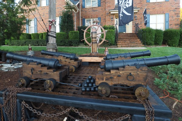 four_Pirate_ships_cannons_Halloween_Garden_ornaments_600x400