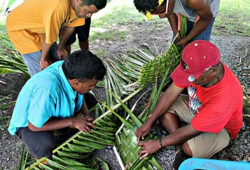 rainer Binton Daniel teaching Atnel Tabu & Danny Henry how to weave Marshallese plate from coconut palm as trainer Gregory observes. Photo: Sealand Laiden