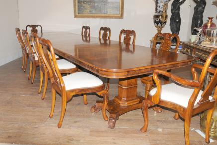 Regency Walnut Dining Set Queen Anne Stoelen