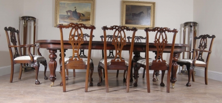 Victorian Dining Table & Gothic Chippendale Stuhl Set