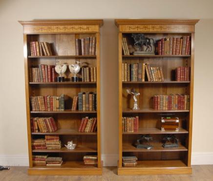 Pair 7 Ft englischen Regency öffnen Sheraton Bücherregale