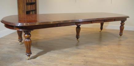 Mesa de comedor de caoba victoriana