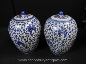 Pair Chinese Kangxi Blue and White Porcelain Floral Urns Pots Vases