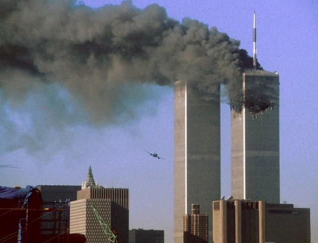 Torre Gêmeas em chamas no dia 11 de setembro de 2001