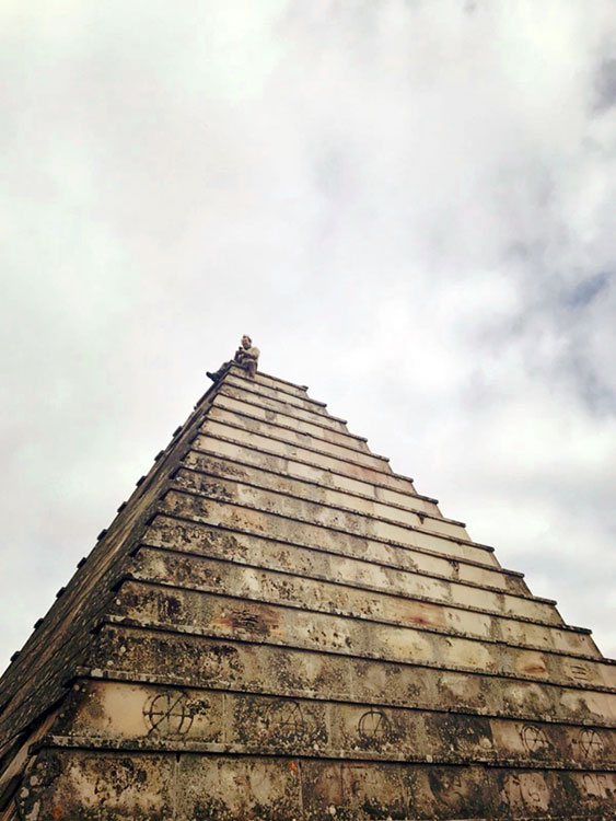 Enb la cúspide de la pirámide de los italianos