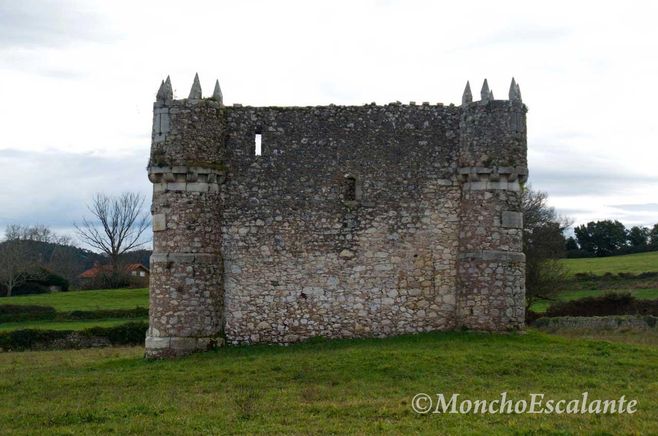 Costado del Castillo de Agüero