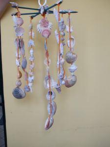 Scacciapensieri fatto con conchiglie del mare