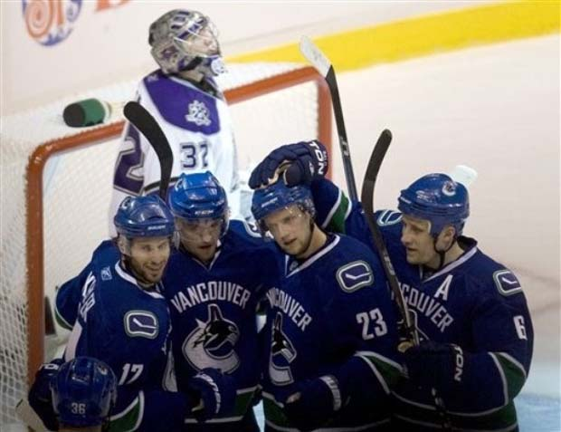 Vancouver Canucks beat Los Angeles Kings, 2010 Playoffs