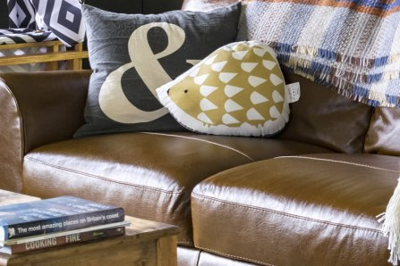 An image of the leather sofa in Seren