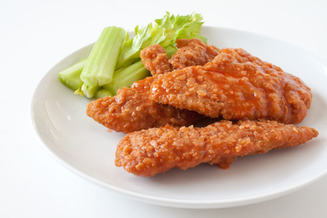 https://i1.wp.com/www.canyoustayfordinner.com/wp-content/uploads/2010/11/crispy-buffalo-chicken-1.jpg