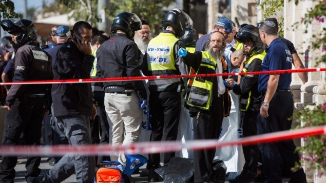 Israeli security forces evacuate shocked passersby from the scene of a stabbing attack by the Mahane Yehuda market in central Jerusalem, November 23, 2015. (Photo by Yonatan Sindel/Flash90)Creative Commons Attribution 4.0 International License.