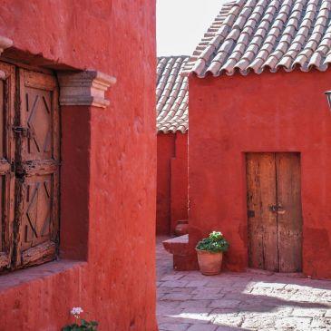 J295 à 298: Arequipa, ville Blanche, bleue et rouge