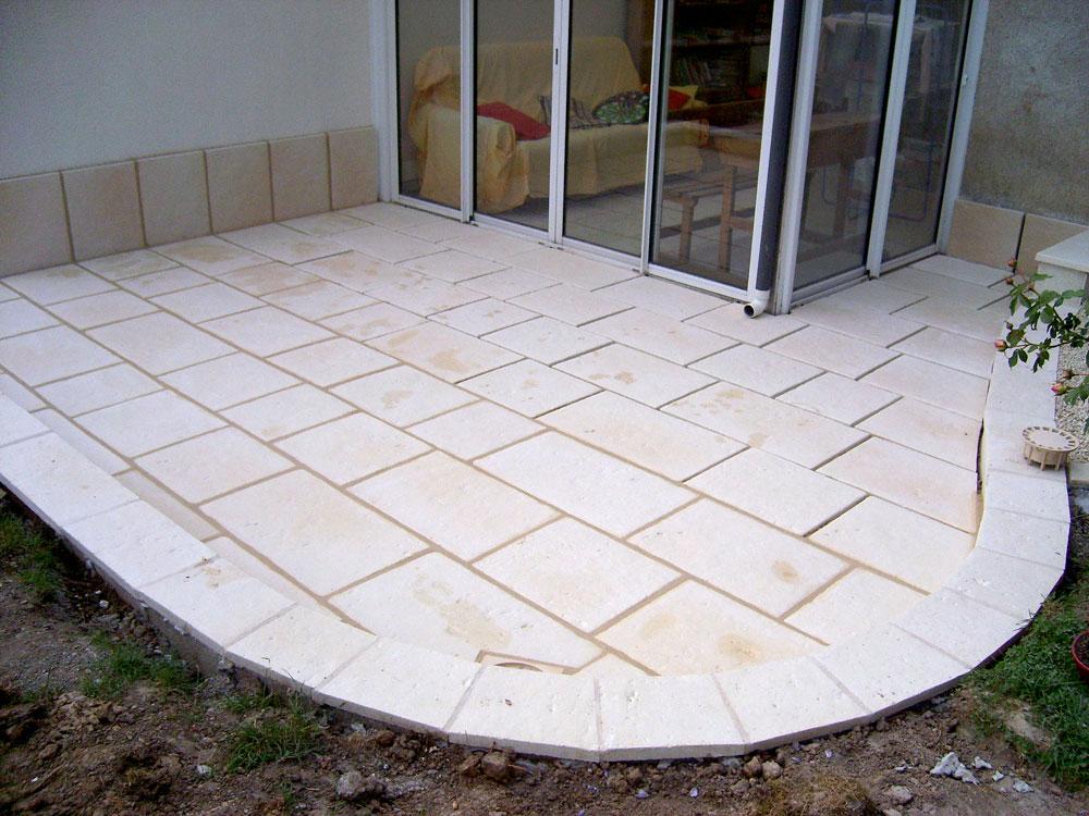 Création terrasse travertin 37