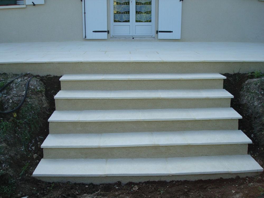 Escalier extérieur et terrasse en pierre naturelle