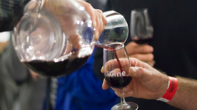 Wine happenings at the Knysna Oyster Festival 2013