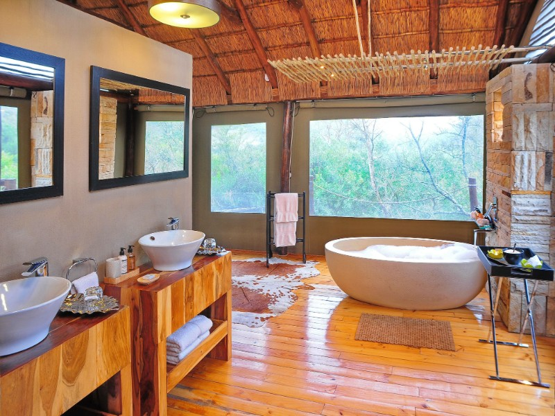 Bayethe Lodge Bathrooms