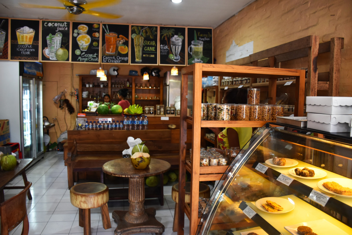 Bali, Ubud, Tukies Coconut Shop