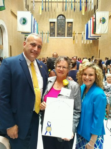 Independence House Official Receives Unsung Heroine Award