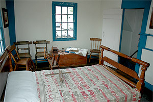 colonialhouseroom