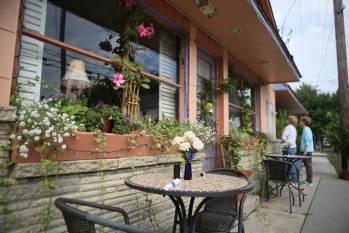 Outdoor seating at Bella Vida Garden Cafe