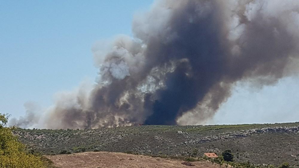 Λαύριο: Χωρίς ενεργό μέτωπο, αλλά με πολλές διάσπαρτες εστίες η πυρκαγιά