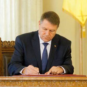 Klaus Iohannis tocmai a semnat decretul! L-a dat afară fără discuție