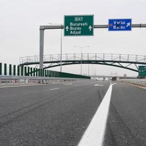 BOMBA zilei: Cea mai nouă autostradă din România s-a stricat DEJA. Românii își rup mașinile pe ea