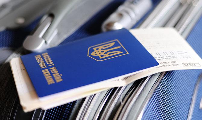 У Зеленского уверяют, что безвиз у Украины уже не заберут