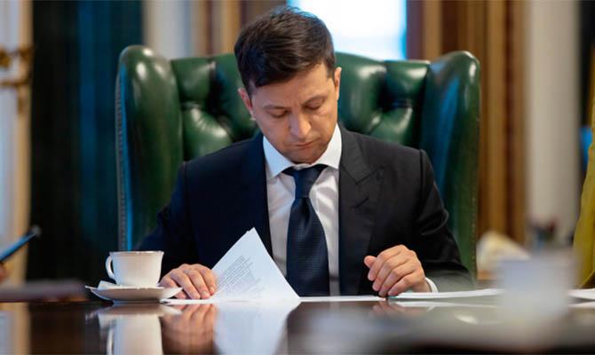 Зеленский подписал закон об особом статусе ОРДЛО