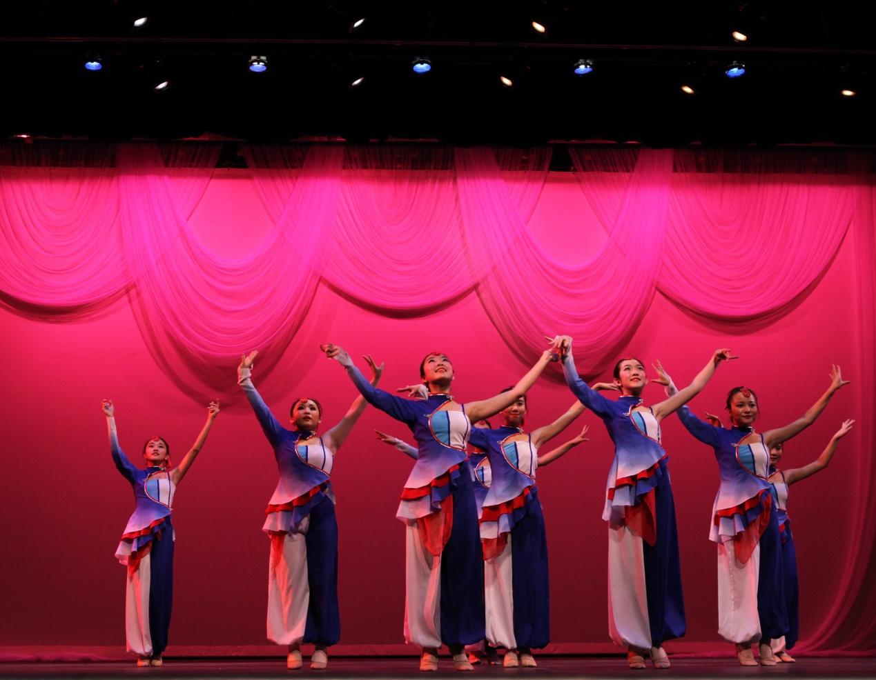 东西方舞蹈剧院01.jpg