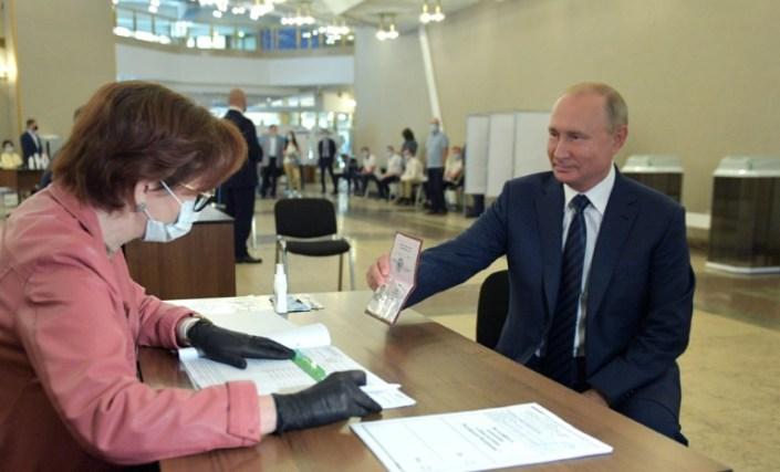 Russians set to back reforms allowing Putin to extend rule