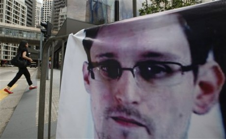 A banner supporting Edward Snowden.  (AP Photo/Kin Cheung)