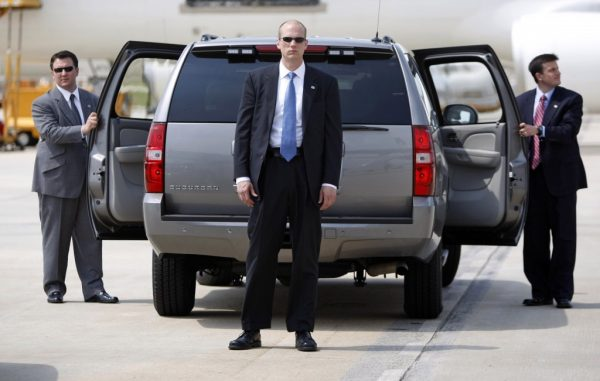 Secret Service agents await the arrival of then Democratic presidential candidate Barack Obama alongside his SUV at Raleigh-Durham airport in North Carolina (REUTERS/Jason Reed)