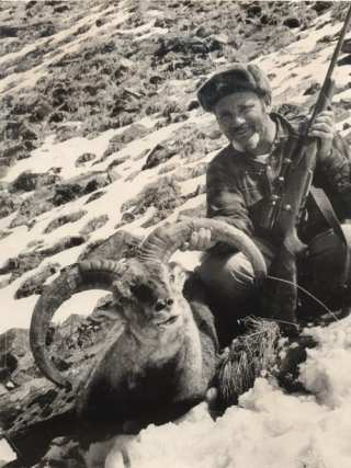 A Klineburger brother hunting Marco Polo sheep in Afghanistan (Photo: The Sammamish Heritage Society)