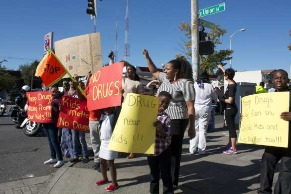 Mount Calvary Christian Center prayed, rallied and waved signs Sunday at 23rd and Union (Image: CHS)