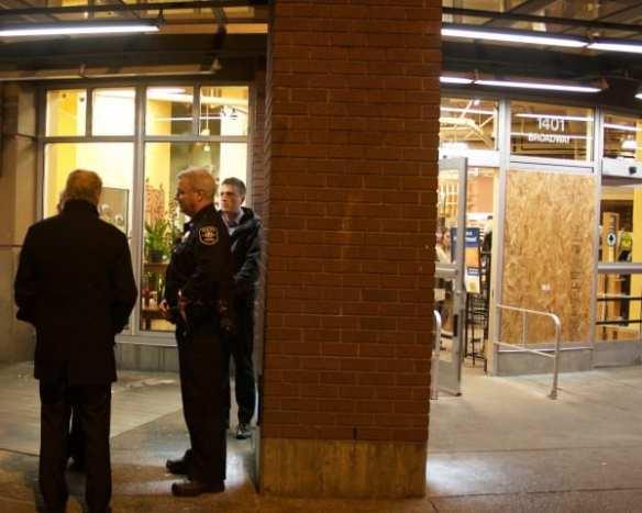 Mayor Murray and Capt. McDonagh spoke with QFC employees Sunday night (Image: CHS)