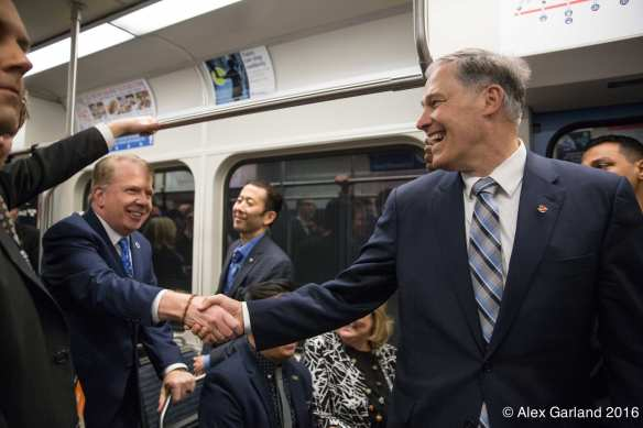 Murray and Governor Jay Inslee shake on it during Friday night's VIP ripe (Images: CHS)